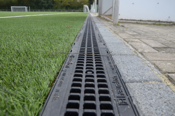 The SPORTFIX CLEAN filter system is installed around the perimeter of the pitch